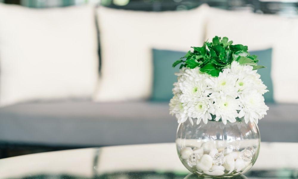 bloemvazen het item voor een sfeervol interieur